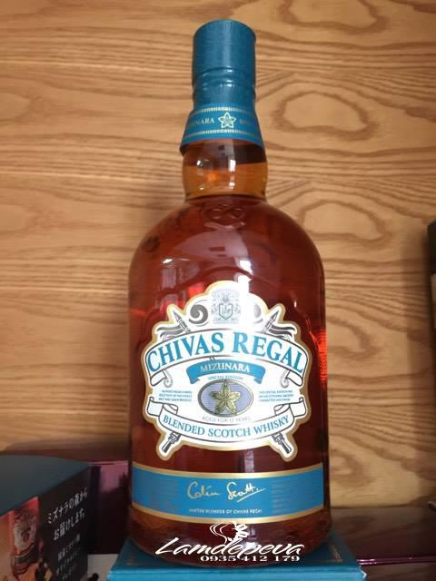 Rượu Chivas Regal mizunara Nhật